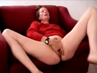 Milf Squirter releases a fountain-head of juices