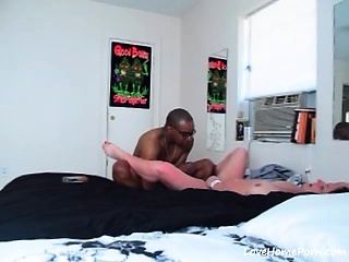 Black dude fucks his uninspiring BBW