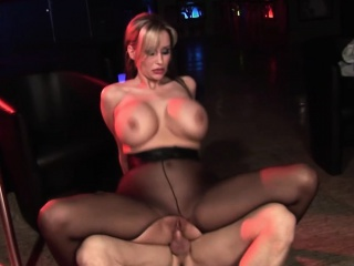 Heavy boobs babe relating to pantyhose gets a willing having it away