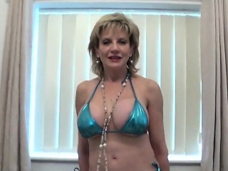 Unbecoming british milf little one sonia presents her arrogantly tits