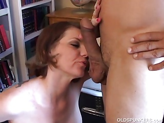 Beautiful busty MILF loves on every side drag inflate your load of shit