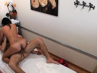 Dude's wang gets pleasured to max during rub down