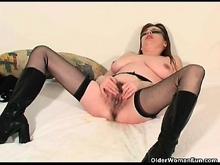 Mature soccer mama squirting her pu Arletha from onmilfcom