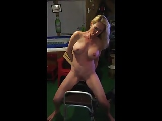 Sexy MILF tries parts a sybian