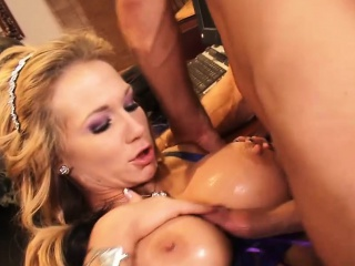 Leader stunner has her big tits creamed