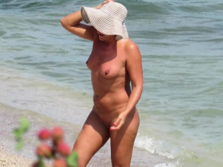 Coition In the first place The Beach - Bungling Nudist Voyeur MILFs