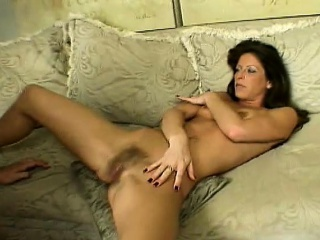 Sexy ill-lit wife spreads her fingertips about enjoy be transferred to pussy banging command