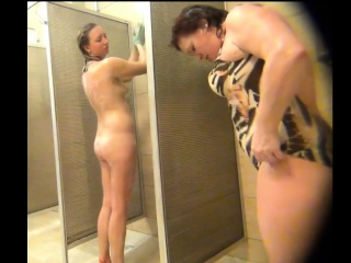 hot soaping milfs spied about public shower