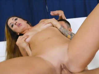 Teen girl Alexis Deen and sexy milf Isabel illogical threesome