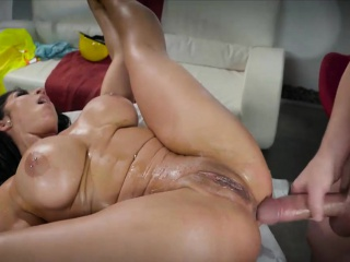 Busty pornstar Sombre Hart oiled back and rendering anal