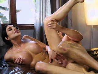 Horny mom Jaclyn Taylor offers Codey a palpate and gets fuck
