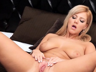 Petite pornstar sex with cumshot