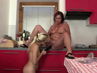 Blonde gf toying old mom pussy on get under one's knees