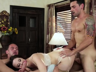 Busty Housewife anent a Threesome