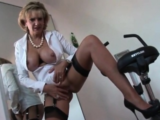 Big Daddy british mature lady sonia presents her detailed boobs