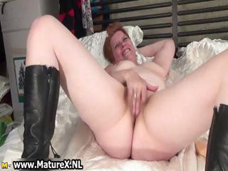 Horny mature woman gets her pussy part1