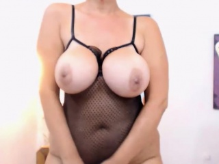 Slutty Milf Camslut Plays With Say no to Pussy On Webcam