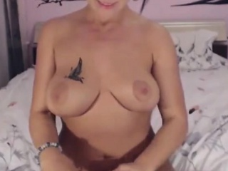 Can U Control GOVIBRA Milf On Stroking Their way Clit Anent Fingers