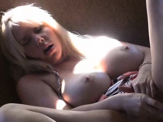 Big boobs blonde milf amsturbating down pub-crawl toast dildo