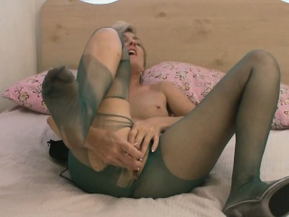 High-quality milf helter-skelter pantyhose pleasures in the flesh far downwards