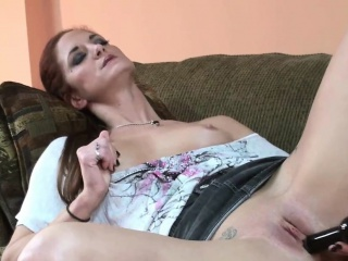 Horny MILF Autumn Bodell is playing with a bowels be useful to toys