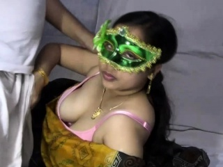 Mature Indian MILF Bhabhi Velamma Sucking Chunky Cock