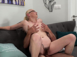 Buxom cougar creamed