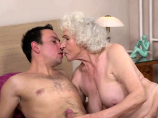 Old granny getting fucked