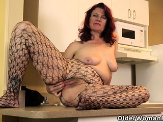 USA milf Amanda Ryder gets things dead tired the kitchenette
