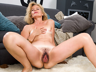 Diana Gold back Mature Beauty - Anilos