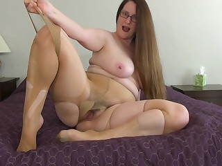 Missy to big for her Pantyhose