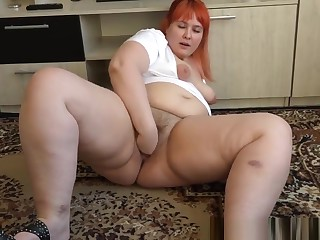 fisting Hand in elegant bbw's beamy hairy pussy