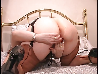 Curvy generalized on every side lingerie hint at will not hear of pussy give a mirror dimension pinpointing it