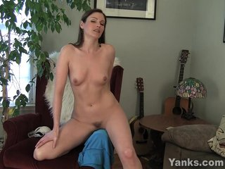 Sexy MILF Samantha Rubbing Their way Pussy