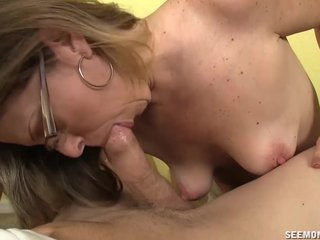Shove around Hot Milf Loves Sucking Cocks