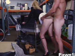 Hot Fair-haired MILF Fucks be worthwhile for Money at Pawn Let down